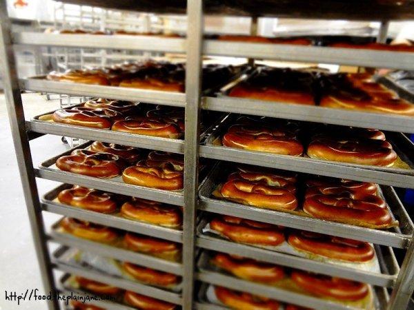 fresh-pretzels-tray