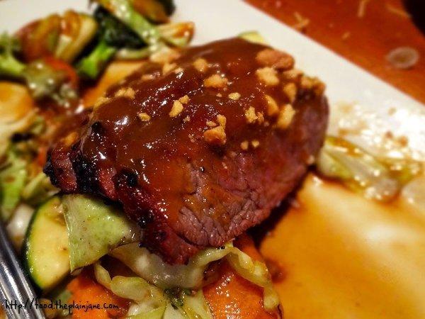 sliced-steak-peanut-sauce