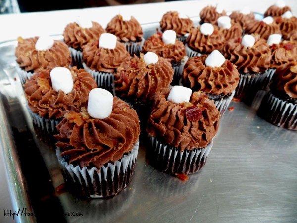 8-yummy-cupcakes-bacon-smores