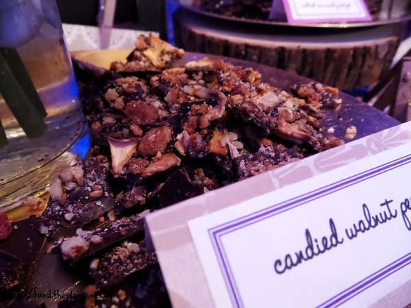 candied-walnut-chocolate-bark