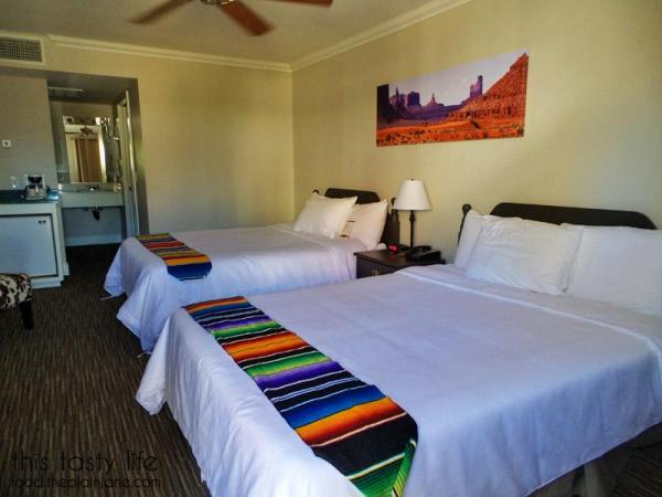 palm-canyon-hotel-room-beds