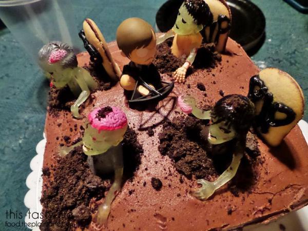 daryl-walking-dead-zombie-cake