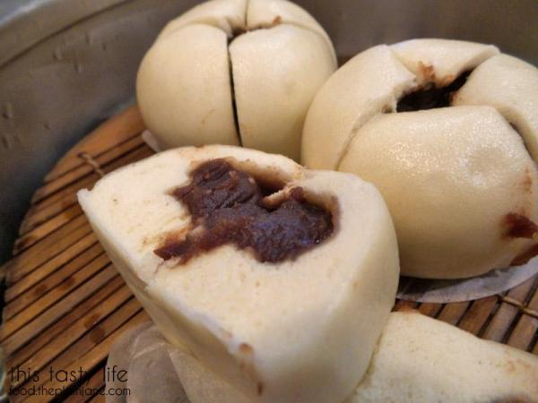 din-tai-fung-red-bean-bun-inside