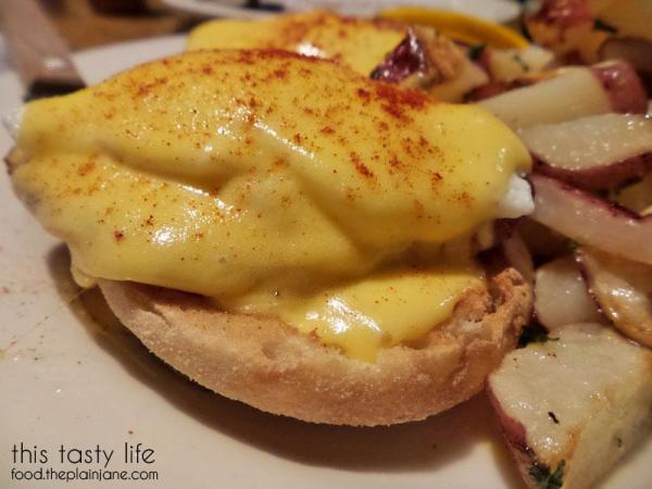 eggs-benedict-closeup
