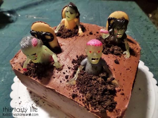 zombies-graveyard-cemetary-cake