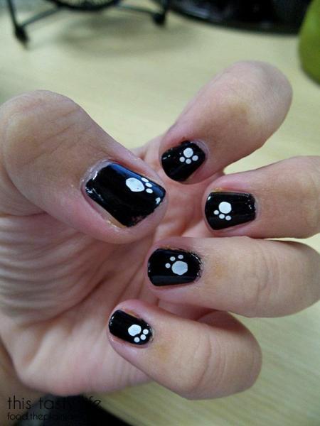 paw-print-nails