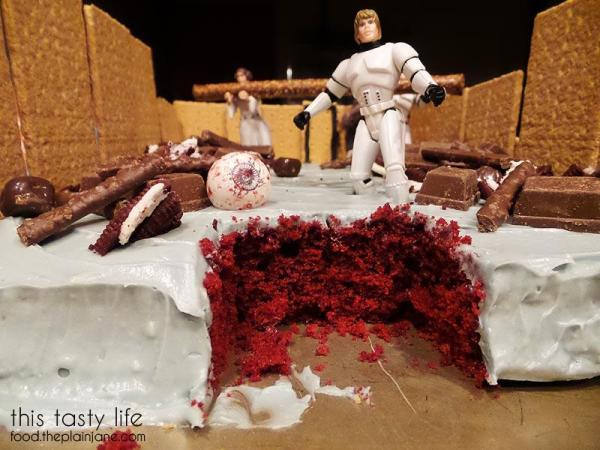 red-velvet-star-wars-cake-inside
