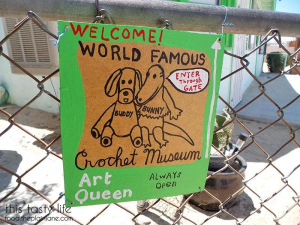 welcome-sign-crochet-museum