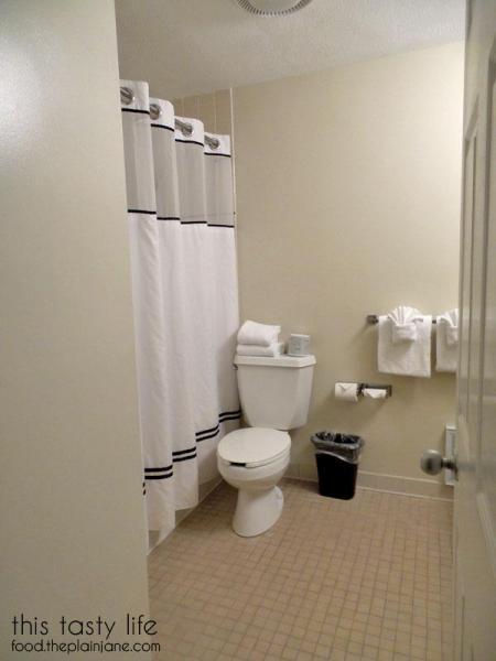 waschusett-village-inn-bathroom