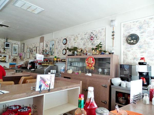luckys-restaurant-interior