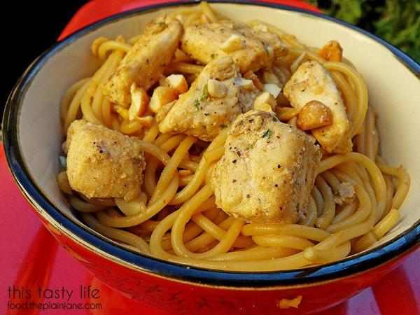 sesame-noodles-saute-chicken-closeup