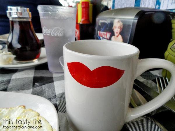 Red Lips Coffee Mugs - Suzy Q's Diner - Escondido, CA