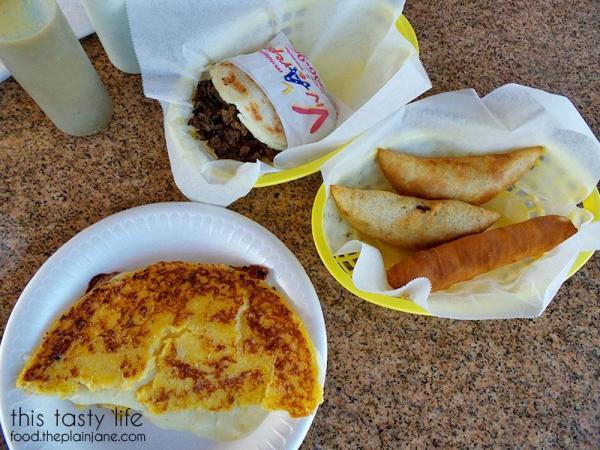 Venezuelan Meal / Viva Las Arepa   Las Vegas   This Tasty Life - http://food.theplainjane.com