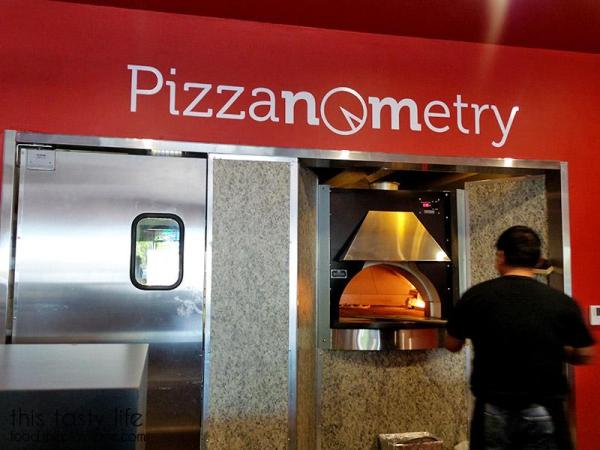 The oven at Pizzanometry | Mira Mesa / San Diego, CA / This Tasty Life - http://food.theplainjane.com