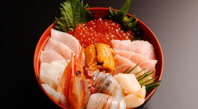 トレトレ市場の海鮮丼。築地もいいけど和歌山の白浜もいいよ。アドベンチャーワールドもあります。