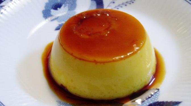 鎌倉の美味しいプリンとケーキなら西鎌倉にあるレ・シュー。ショーケースのかわいらしいケーキの数々に目移りする。