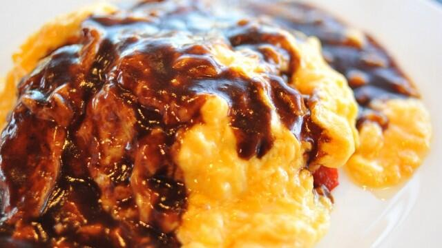 絶対美味い牛タンシチューオムライス。やはりふわとろオムライスは洋食屋が一番。