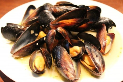 Wine-steamed mussel