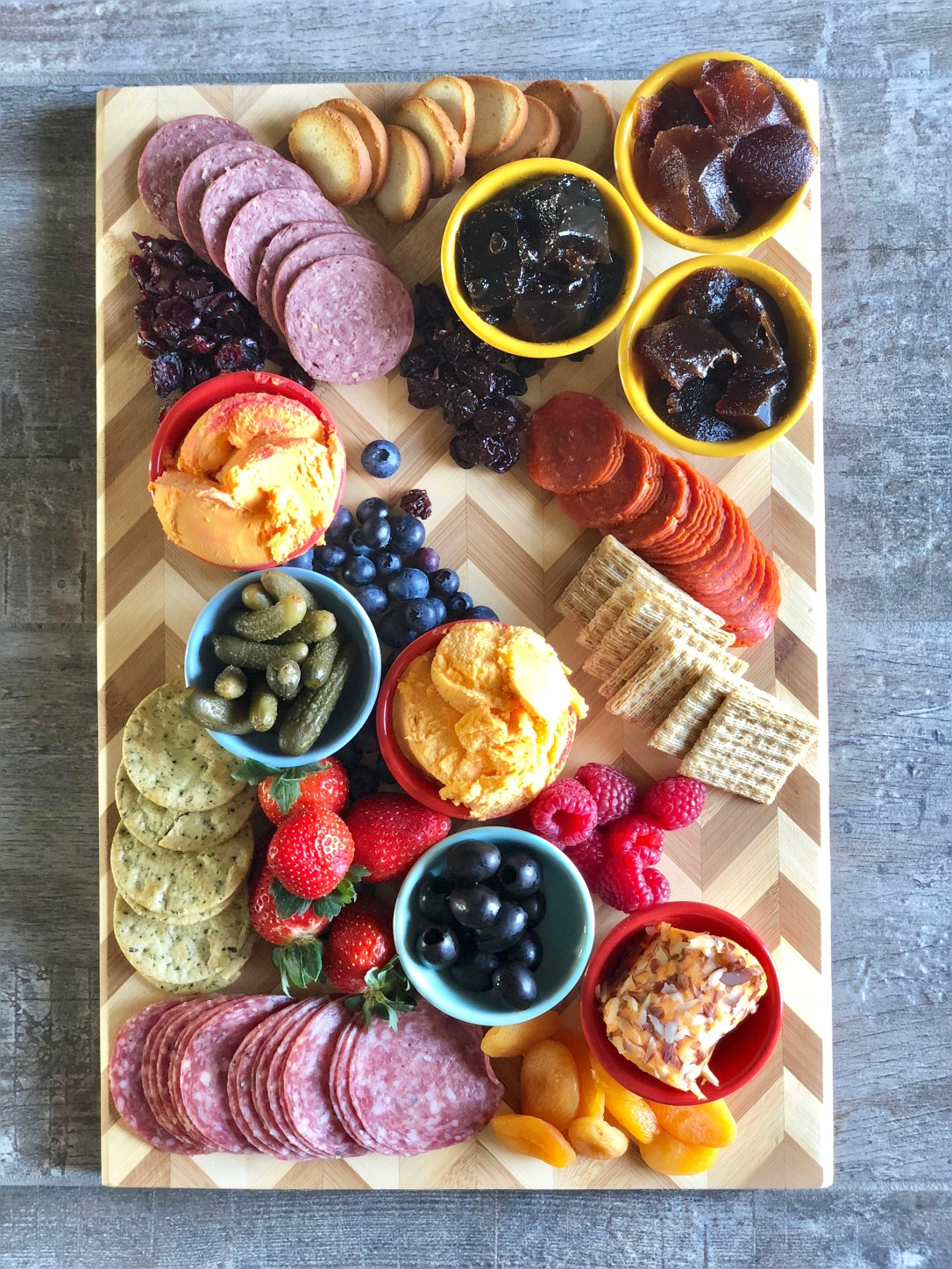 How to Make a Charcuterie and Cheese Board #ad #kaukauna100
