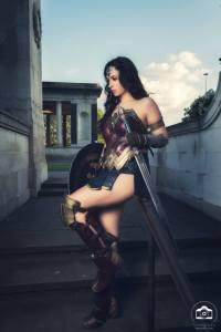 Cosplayer of the Week: Wonder Kat