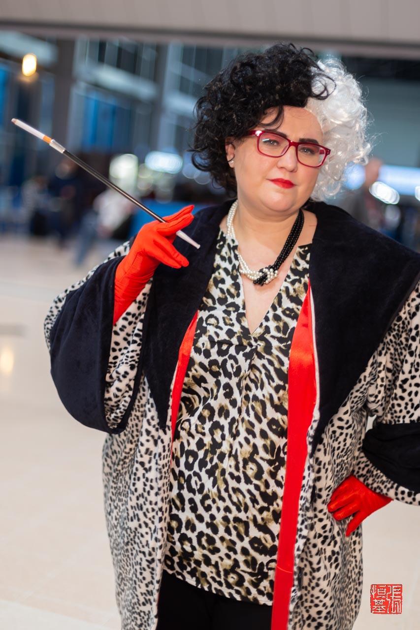 Cruella De Vil / 101 Dalmatians by Handbag Cosplays