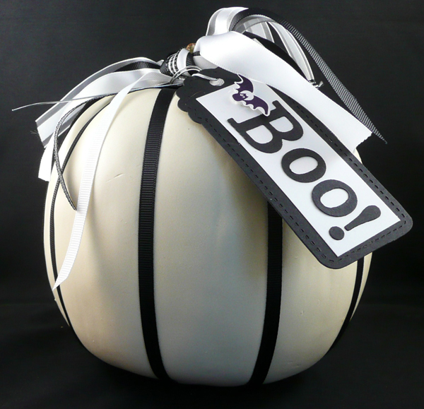 White-and-Black-cool-Halloween-pumpkins-decorating-ideas