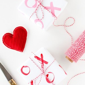 DIY XO GIFT WRAP