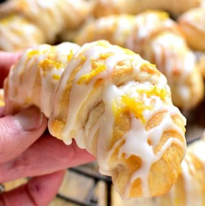 Lemon Cheesecake Crescent Rolls