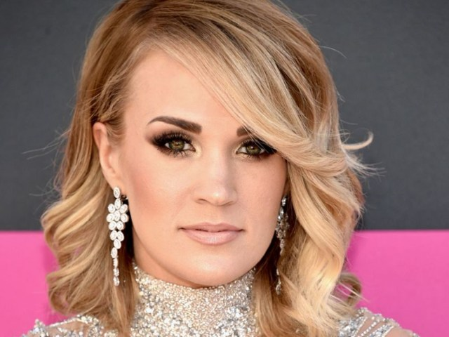 Carrie Underwood shows off her face in first uncovered Instagram post since accident