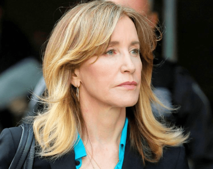 Felicity Huffman with other parents agree to plead guilty in college admissions scandal