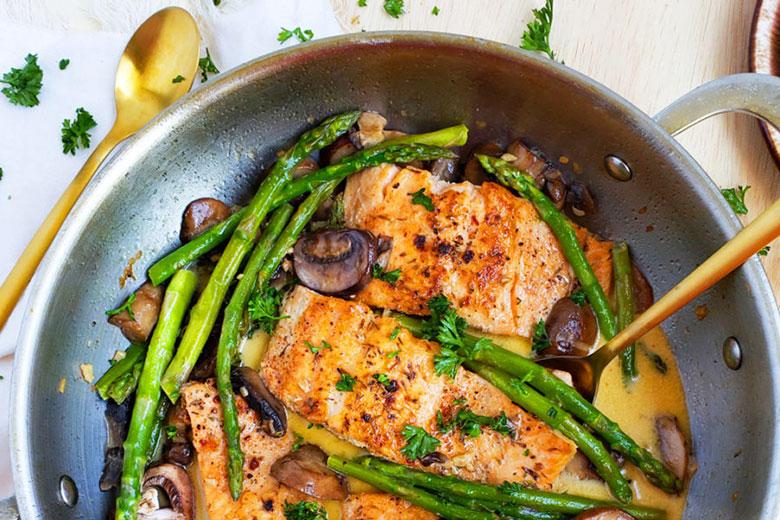 Creamy One-Pot Garlicky Salmon & Asparagus - Food & Nutrition Magazine - Stone Soup