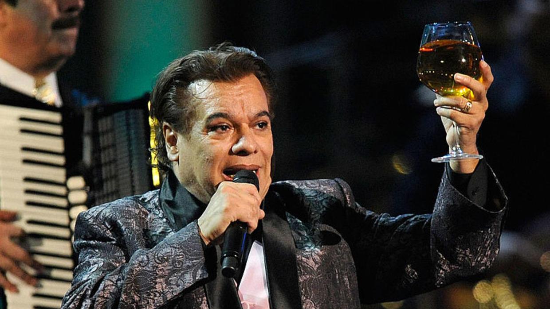 12 canciones de Juan Gabriel que DEBES escuchar
