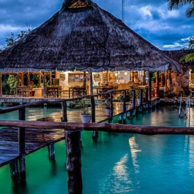 3 hoteles con cabañas sobre el mar en México para hospedarte en tus próximas vacaciones