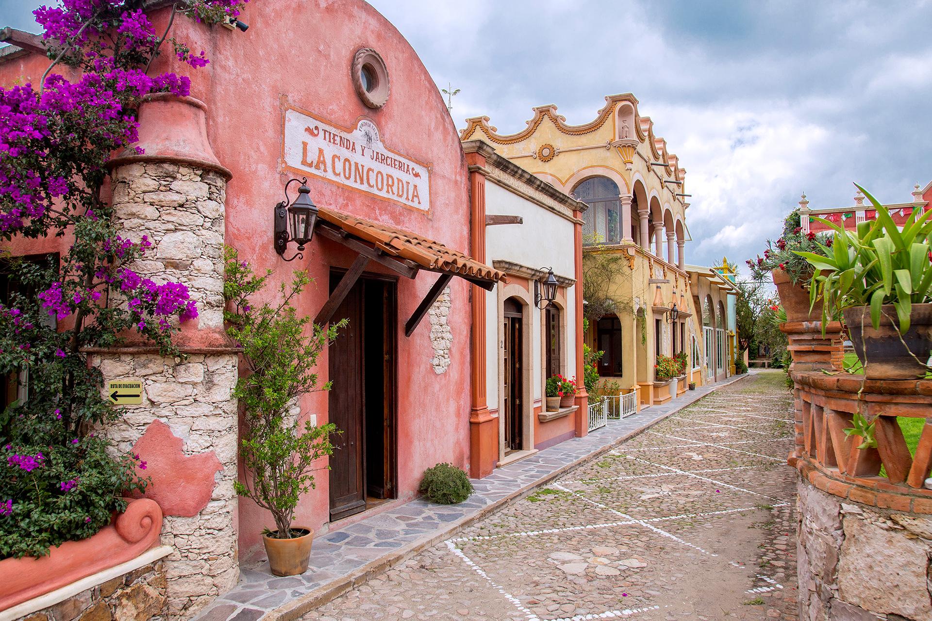 El hotel de Peña de Bernal que emula un pintoresco pueblito mexicano