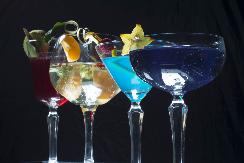 Guía básica para saber qué tipo de vaso/copa usar con cada trago (adiós al terrible 'vasito rojo')