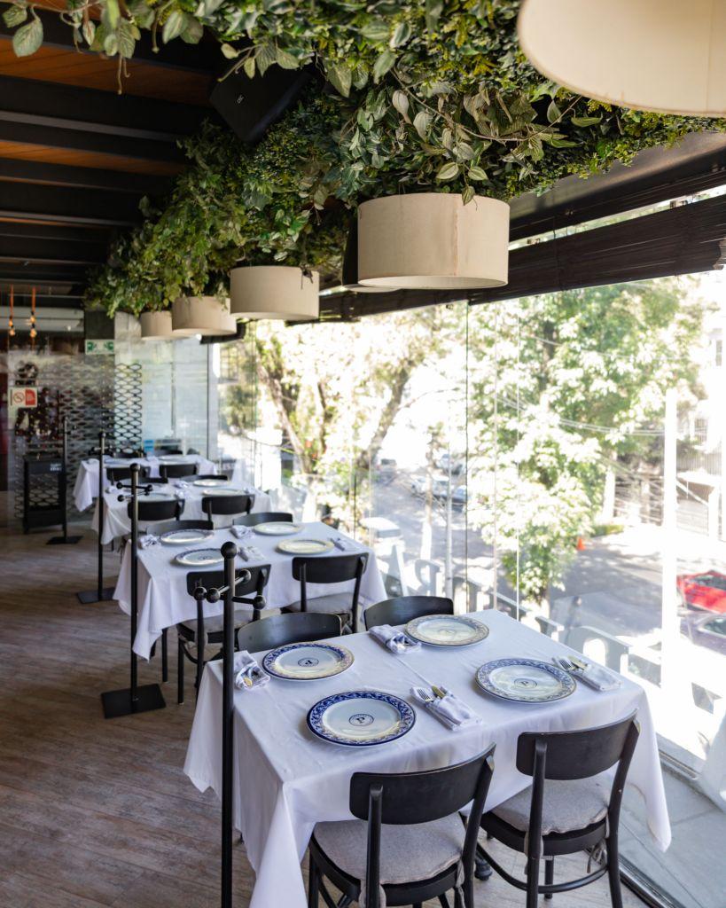 Una terraza en Masaryk para comer platillos mexicanos, tomar coctéles y tener una experiencia con la música que tú quieras escuchar.