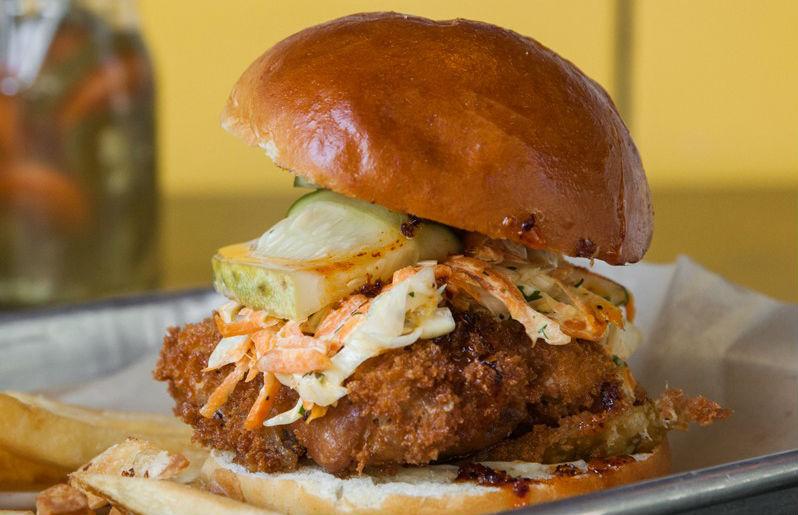 7 lugarcitos donde probarás los más crujientes y jugosos sándwiches de Crispy Chicken en la CDMX