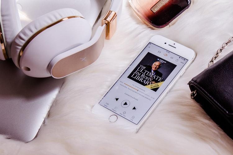 Por qué deberías de empezar a escuchar audiolibros y las mejores 'apps' para hacerlo