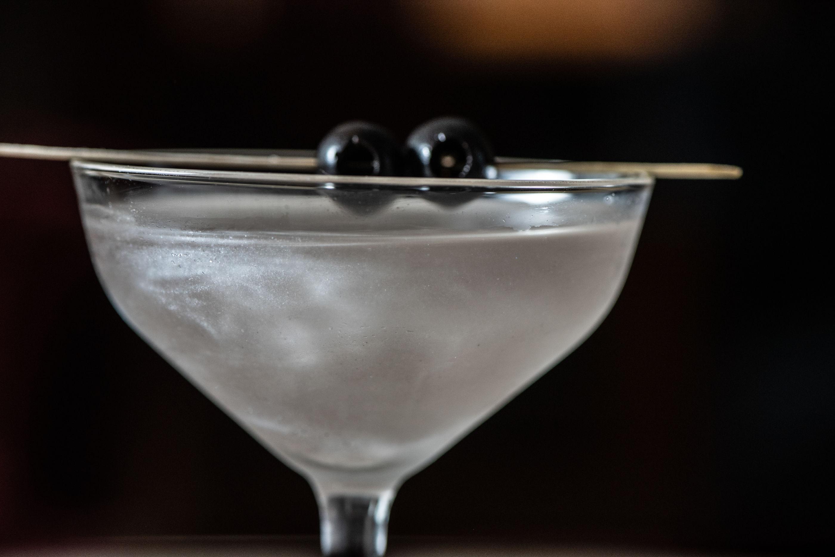 Te enseñamos a preparar un Galaxi Martini, el cóctel especial para ver las estrellas