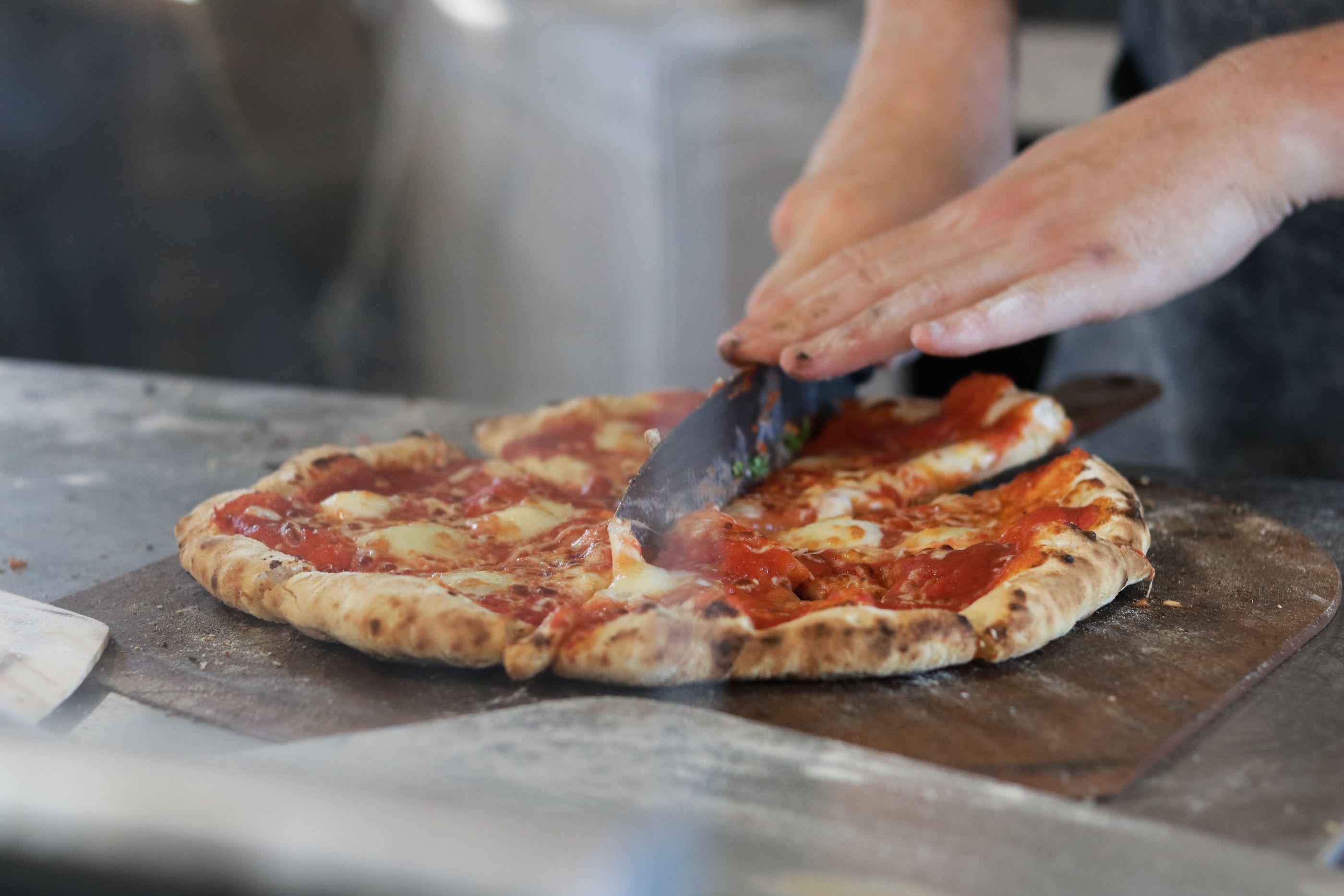 5 restaurantes que envían kits para que prepares tu propia pizza en casa (el resultado es delicioso)