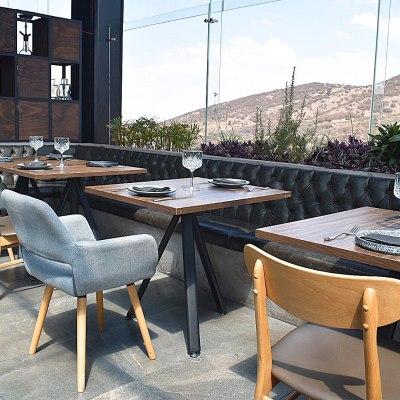 Piso Cuatro: Gastronomía de altura y tragos creativos en una terraza con vista a la montaña