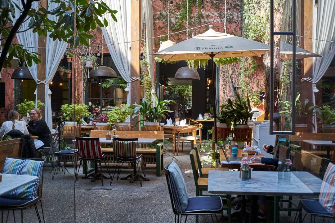 7 'cafeterías-bar' en la CDMX para que no tengas que volver a elegir entre una tarde de copas o de café