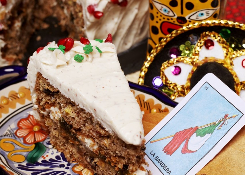 Hablemos del 'rinconcito' en la Roma donde podrás probar un pastel de chile en nogada y otros postres muy mexicanos