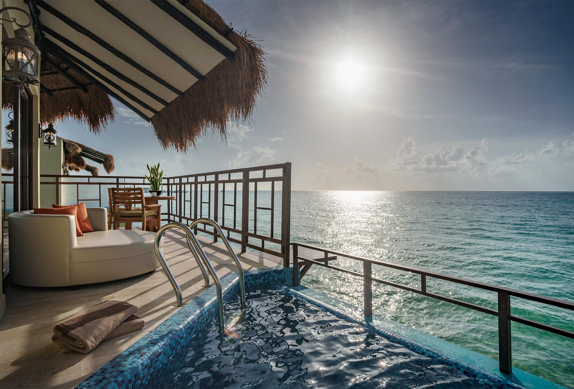 10 hoteles en México con habitaciones rodeadas de agua (tienen acceso directo a la piscina o el mar)