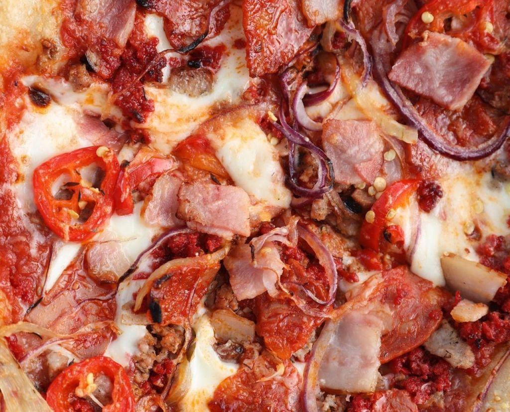 7 pizzas perfectas para 'meat lovers' en la CDMX (embutidos, carne y mucho sabor)