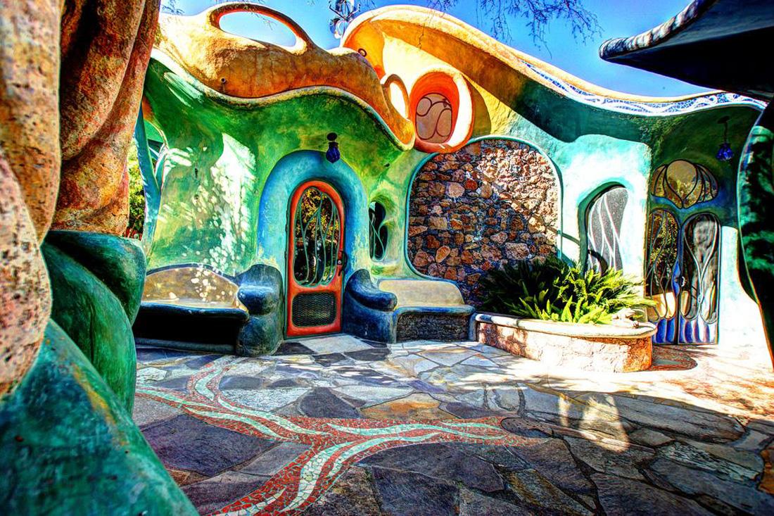 Ranchito Cascabel: La casa surrealista (a unas horas de la CDMX) que rinde homenaje a Gaudí