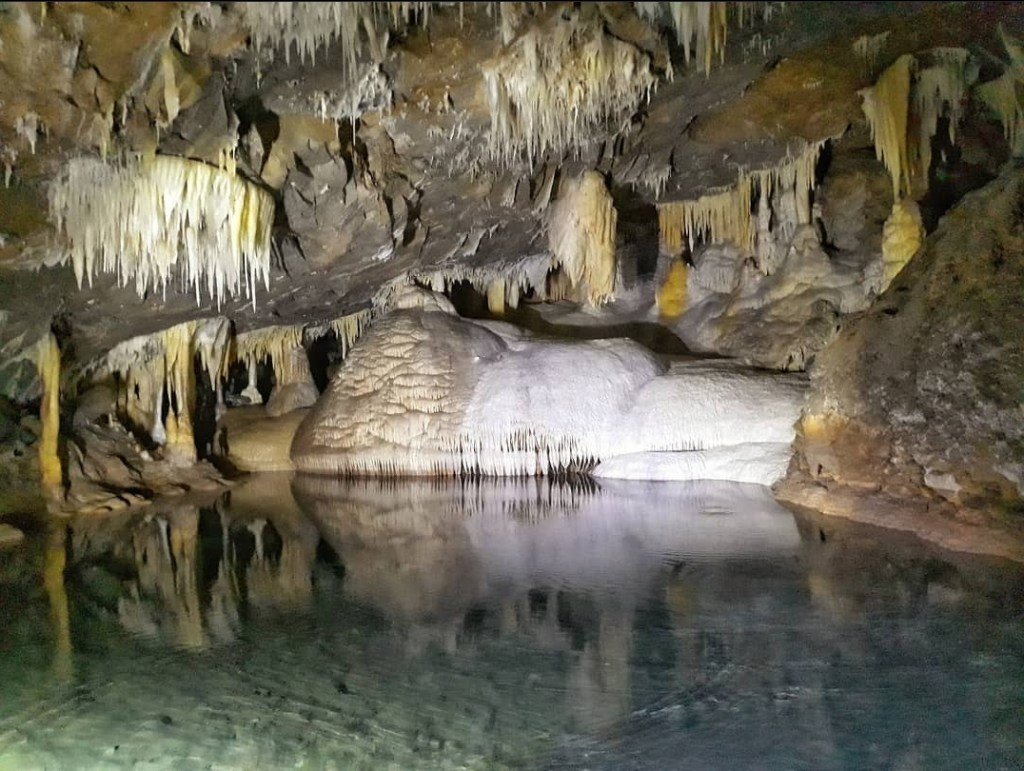 Estas grutas están a menos de tres horas de la CDMX y son un atractivo natural único por su fenómeno de 'lluvia de estrellas'
