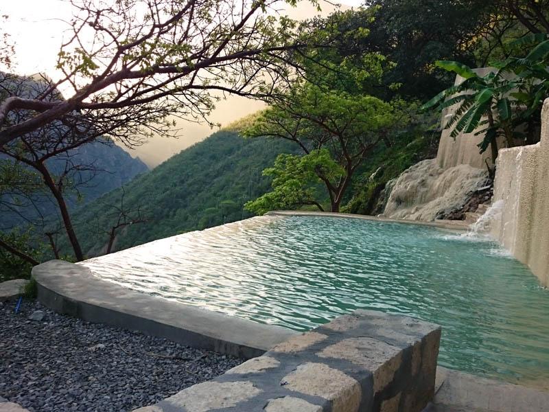6 pueblitos cerca de la CDMX con lugares naturales para nadar (desde manantiales hasta aguas termales)