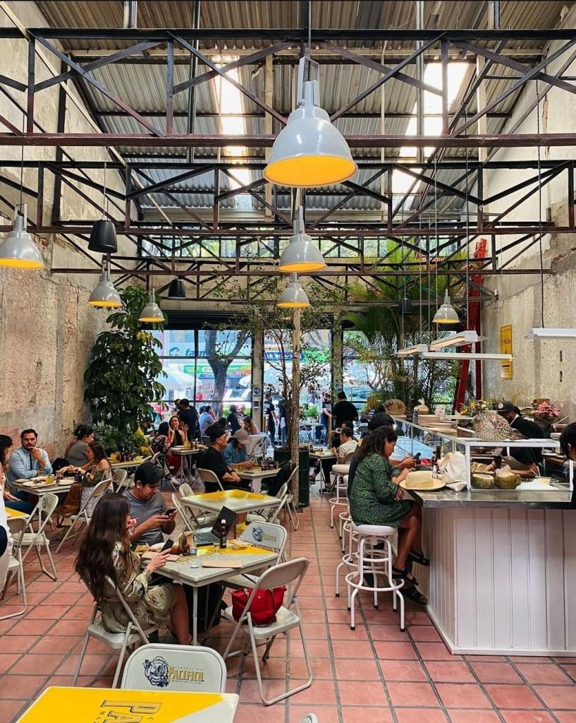 Este restaurante de mariscos ubicado en una ex fábrica de puros en la Roma está en boca de todos