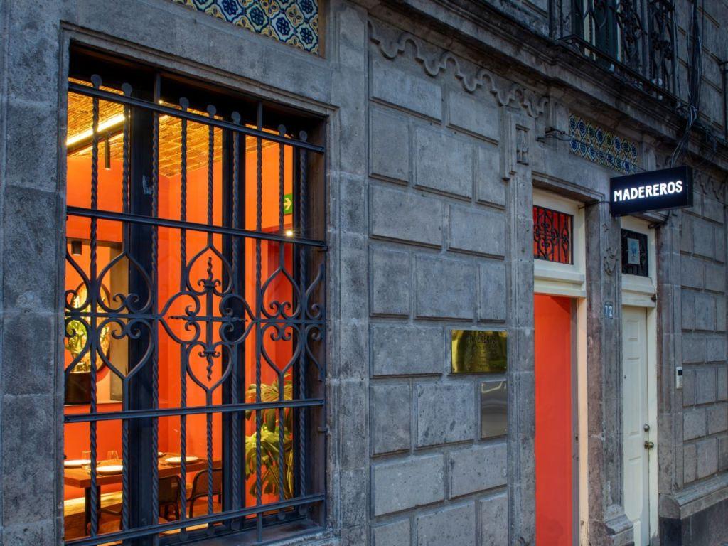 Madereros: El 'spot' secreto (y ultra romántico) de la CDMX para disfrutar de la cocina a las brasas